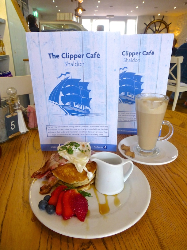american pancake breakfast at the clipper in dog-friendly shaldon, devon